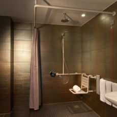 Dusche – barrierefreies First Class Design Hotel Berlin Alexanderplatz