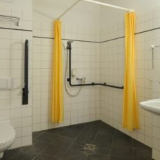 Bath room – wheelchair accessible Hotel Berlin Mitte City Centre