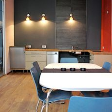 Kitchen – wheelchair accessible trendy Apartment Berlin