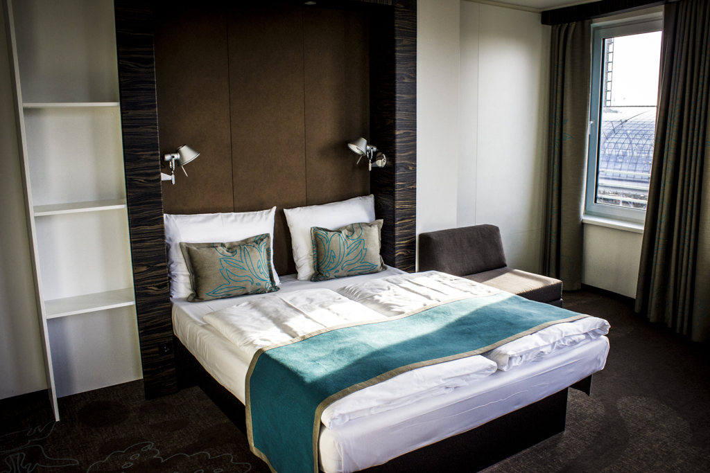 Rollstuhlgerechtes motel one design hotel berlin for Komfortzimmer motel one